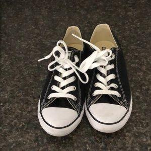Black low-top Converse Shoes
